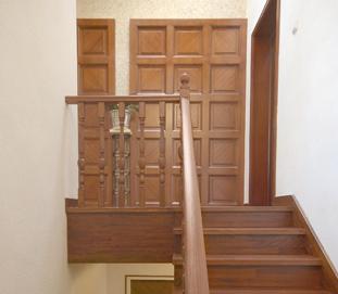 美式经典-红襐实木楼梯